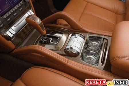 20070807-2008-porsche-cayenne-techart-magnum-8-interior-gear-lever.jpg