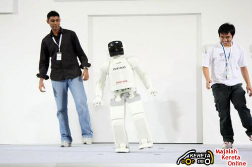 ASIMO - ROAD TOURS WILL BE AT ONE UTAMA SHOPPING COMPLEX THIS WEEKEND!