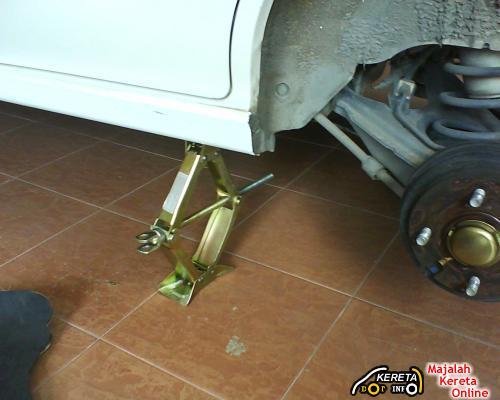 change-tyre-punctured-5.JPG