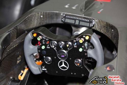 McLaren Mercedes MP4-24 3
