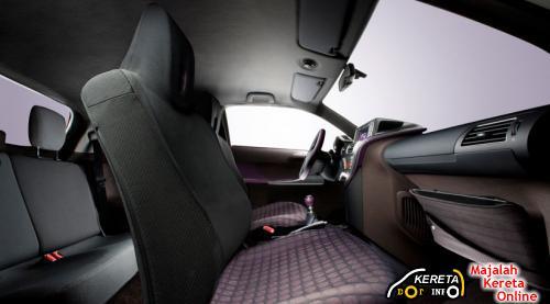 Toyota IQ F Interior