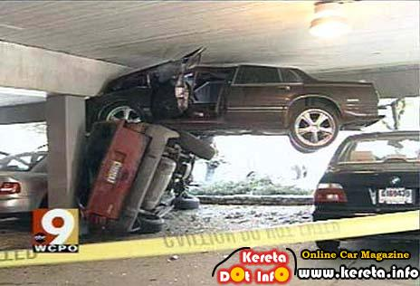 WEIRD CAR ACCIDENTS PICTURE? HOW TO EXPLAIN THIS?