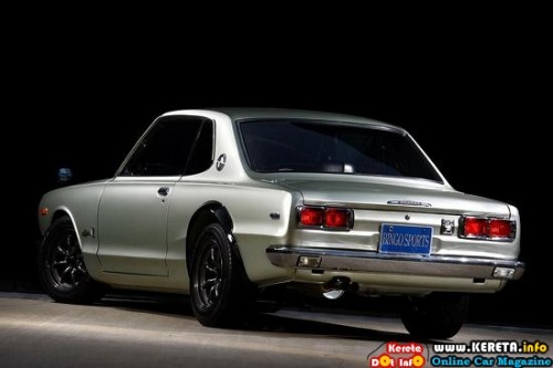 1970-nissan-skyline-gt-r-s45-rear