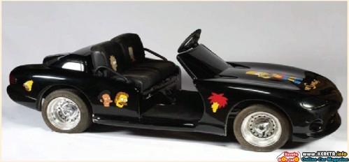 michael-jacksons-black-dodge-viper-mini-car-with-the-simpsons-decorations