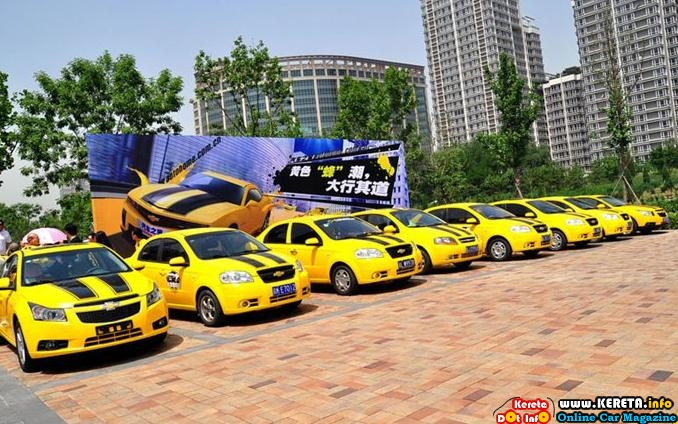 Chinese Fans Celebrate Bumblebee and Transformers 2 Release.