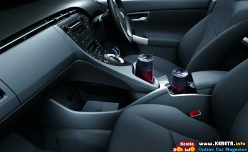 toyota-prius-front-cabin-side-view