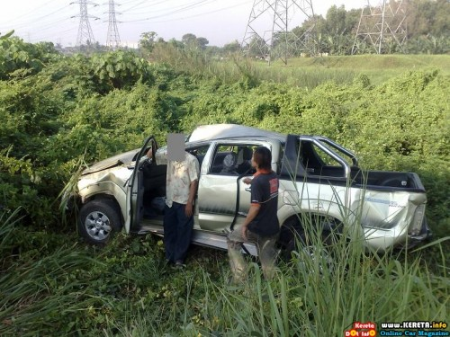 HILUX SCARY ACCIDENT PICTURE - WEAR YOUR SEATBELTS!