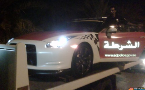 abu-dhabi-police-gets-r35-gtr-as-their-patrol-car-3