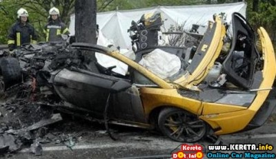CRASHED LAMBORGHINI GALLARDO 400x231
