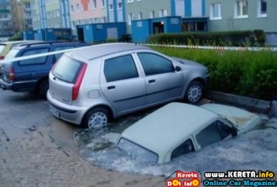 CAR INVOLVED IN NATURAL DISASTER