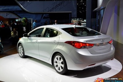 2011 hyundai elantra la auto show rear side view 400x266