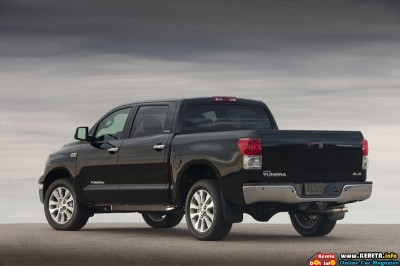 2011 toyota tundra crewmax platinum package rear side view 400x266
