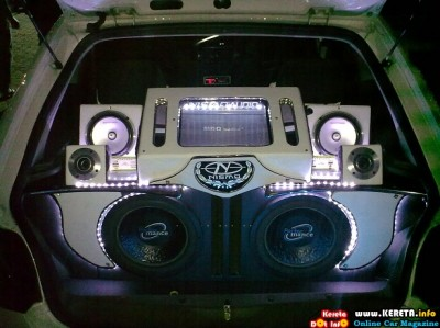 FANCY CAR AUDIO SYSTEM - CUSTOM SPEAKER BOX
