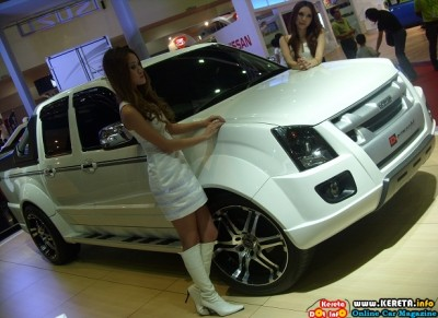 SEXY LOW RIDER - CONCEPT PICKUP TRUCK LOWERED ISUZU D-MAX