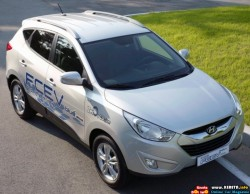 2012-hyundai-tucson-fcev-ix-front-side-top-view-770x600