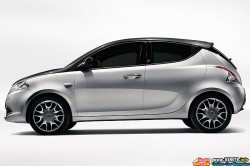2012-lancia-ypsilon-side-view