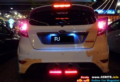 FORD FIESTA rear bumper custom led lamp 400x273