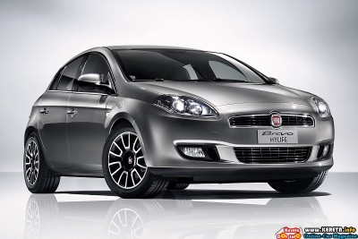 2011-fiat-bravo-mylife-front-angle-view