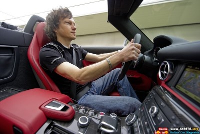 2011 mercedes benz sls amg roadster testing interior view 400x267