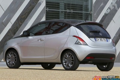 2012 lancia ypsilon rear side view 400x267