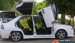 EXTREME SCISSORS + GULLWING DOORS ON MODIFIED SAGA