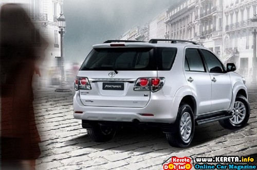2012 toyota fortuner rear angle view 500x332
