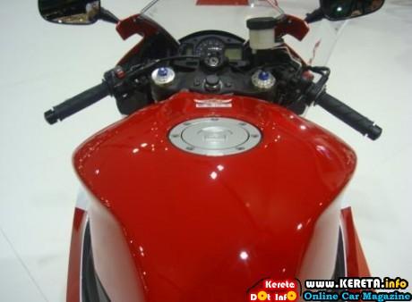 2012 Honda CBR 600RR handle 460x338