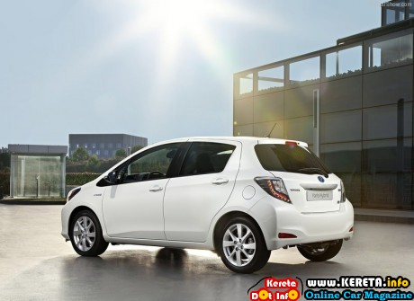 Toyota Yaris Hybrid 2013 800x600 wallpaper 02 460x335