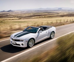 Chevrolet-Camaro_Convertible_EU_Version_2012_800x600_wallpaper_04