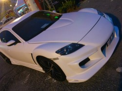 wpid-Modified-mazda-rx8-white-vs-red.JPG