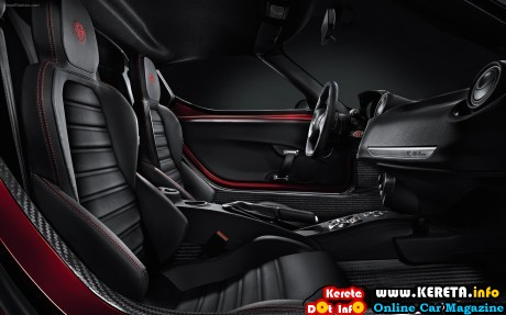 Alfa-Romeo-4C-2014-widescreen-7