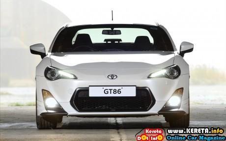 Toyota-GT86-TRD-2014-widescreen-02