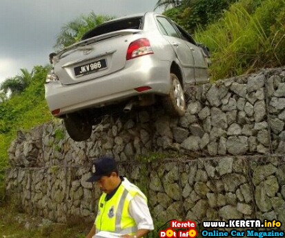 Vios crashed accident.jpg